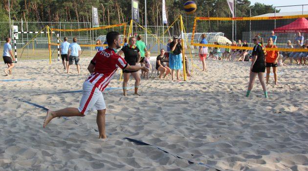 beach volleybal toernooi op vrijdag 28 Juni. Nog enkele plaatsen vrij!! wees erbij!!